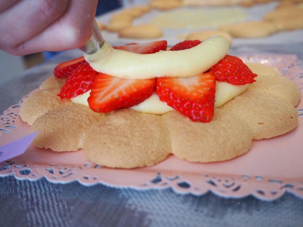 『おうちパティスリー pomme(ポム)』ケーキづくり教室 生地にデコレーション