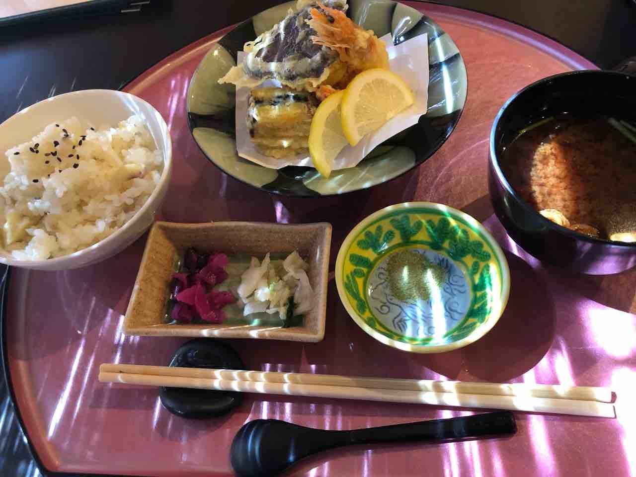 『日本料理 花野江』季節の炊き込みご飯 、天ぷら、赤だし 、香の物