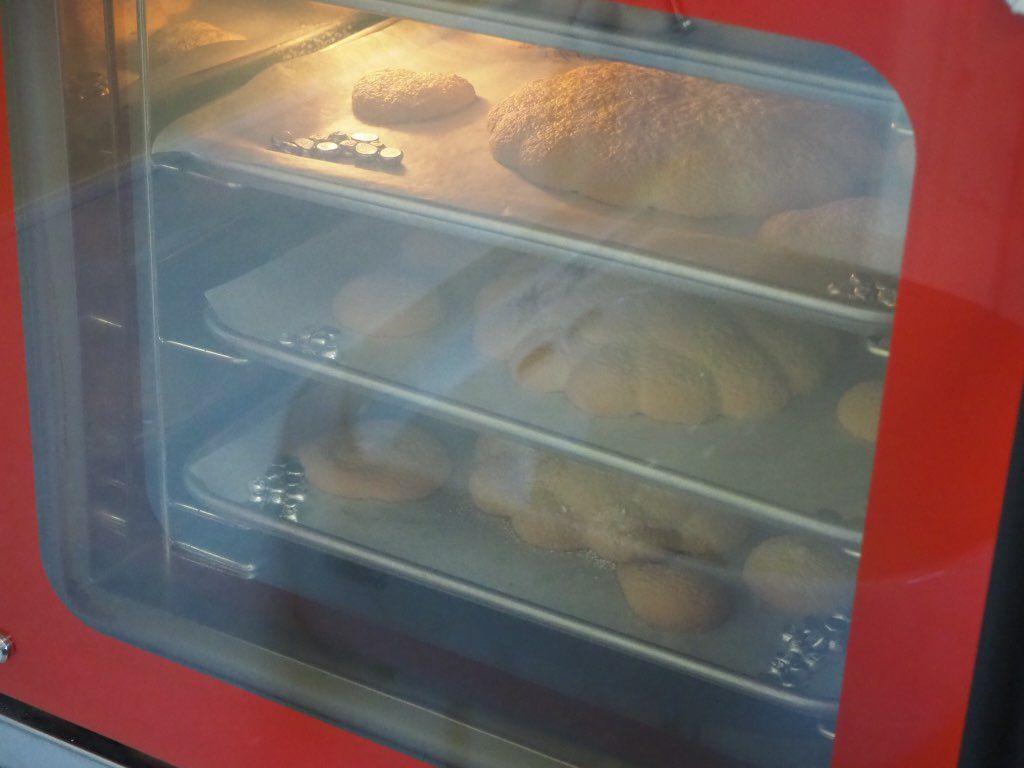 『おうちパティスリー pomme(ポム)』ケーキづくり教室焼き上がりを待つ
