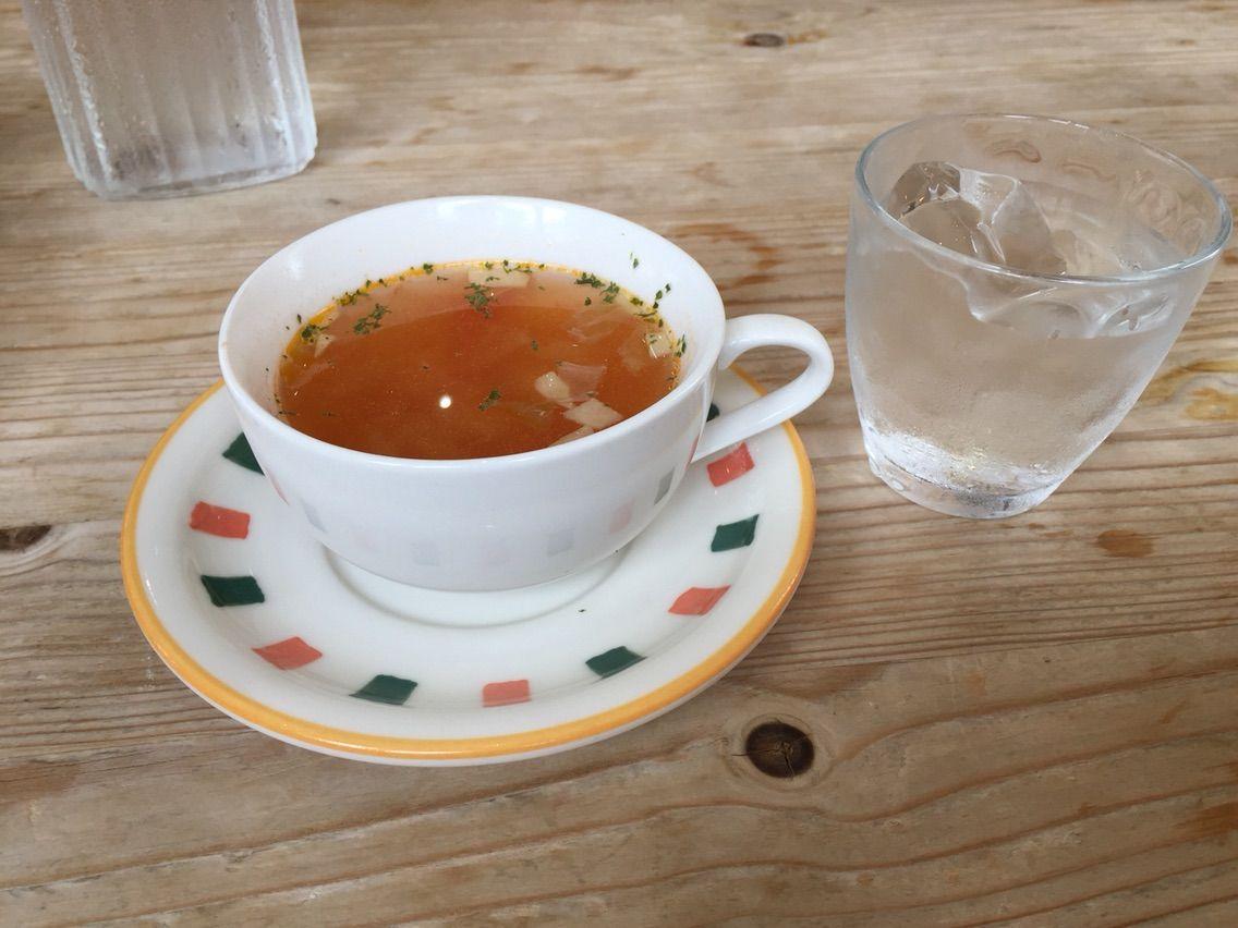 『カフェ・ドゥ・マージュ(CAFE DEUX MAGE)』ふんわり玉子のオムライス(デミグラスソース&生クリーム)ランチ・スープ