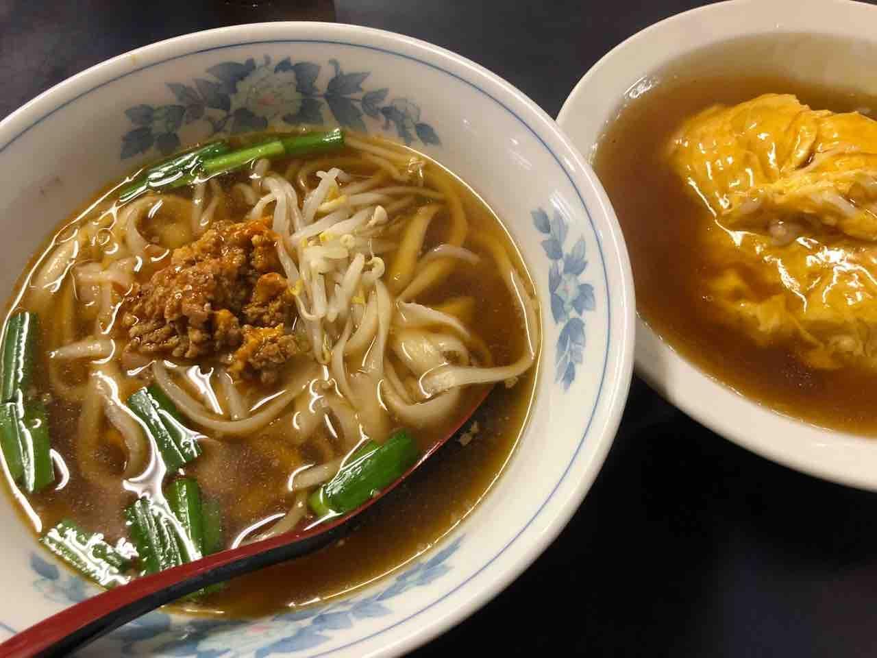 刀削麵の『四喜紅』台湾ラーメン(刀削麵)+天津飯