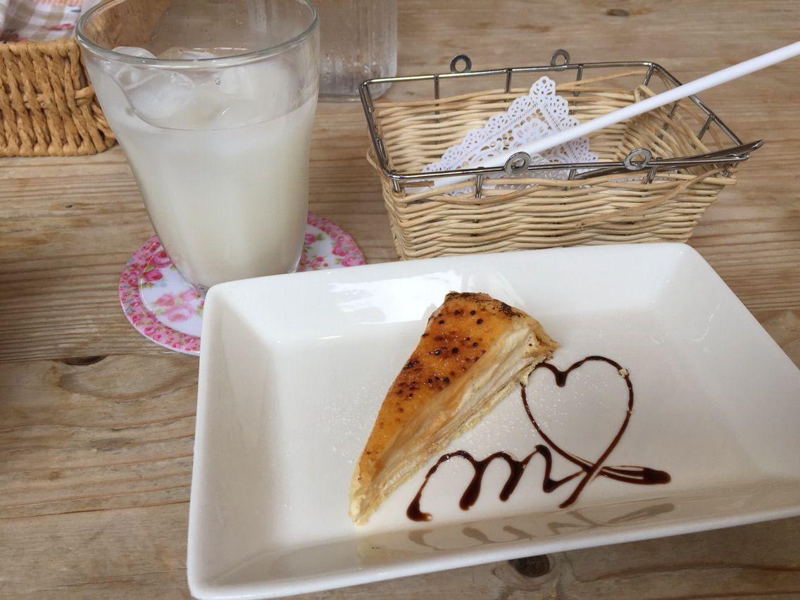 『カフェ・ドゥ・マージュ(CAFE DEUX MAGE)』ふんわり玉子のオムライス(デミグラスソース&生クリーム)ランチ・デザート