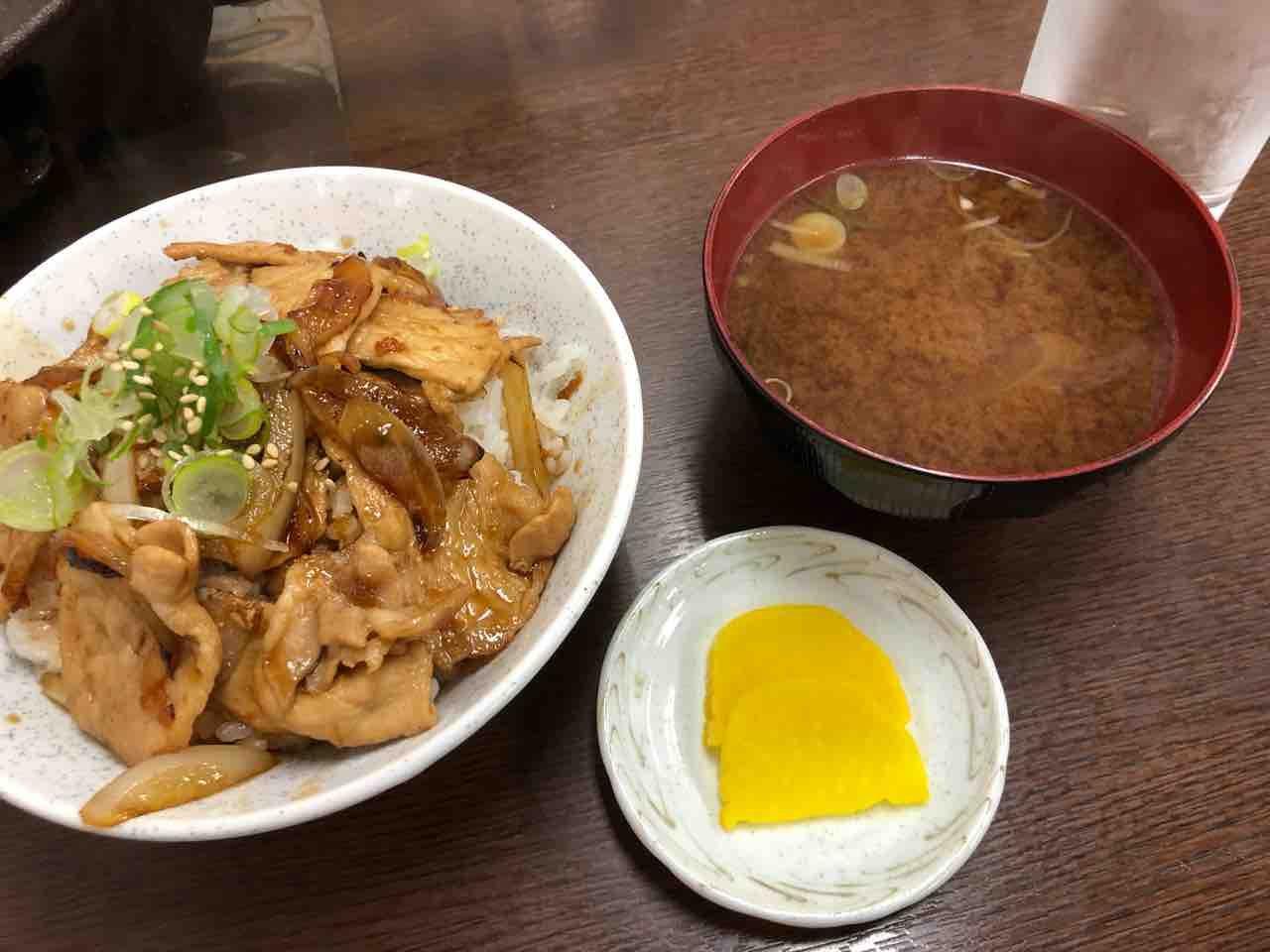 『鉄板味噌焼 なかむら屋』豚丼ランチ
