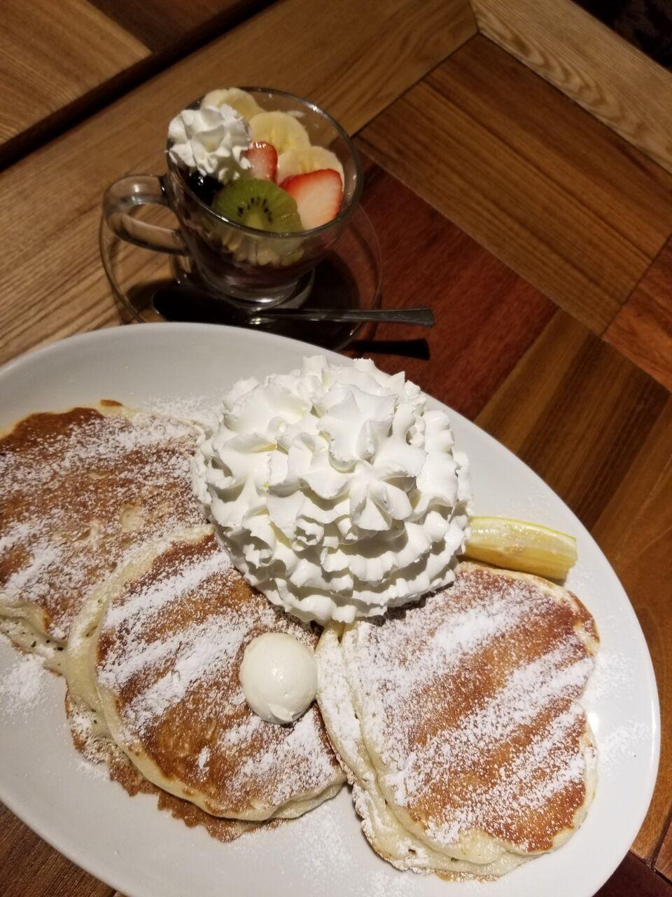 『コナズ珈琲 Kona's Coffee 江南店』ホイップパンケーキ ミニアサイーボウル