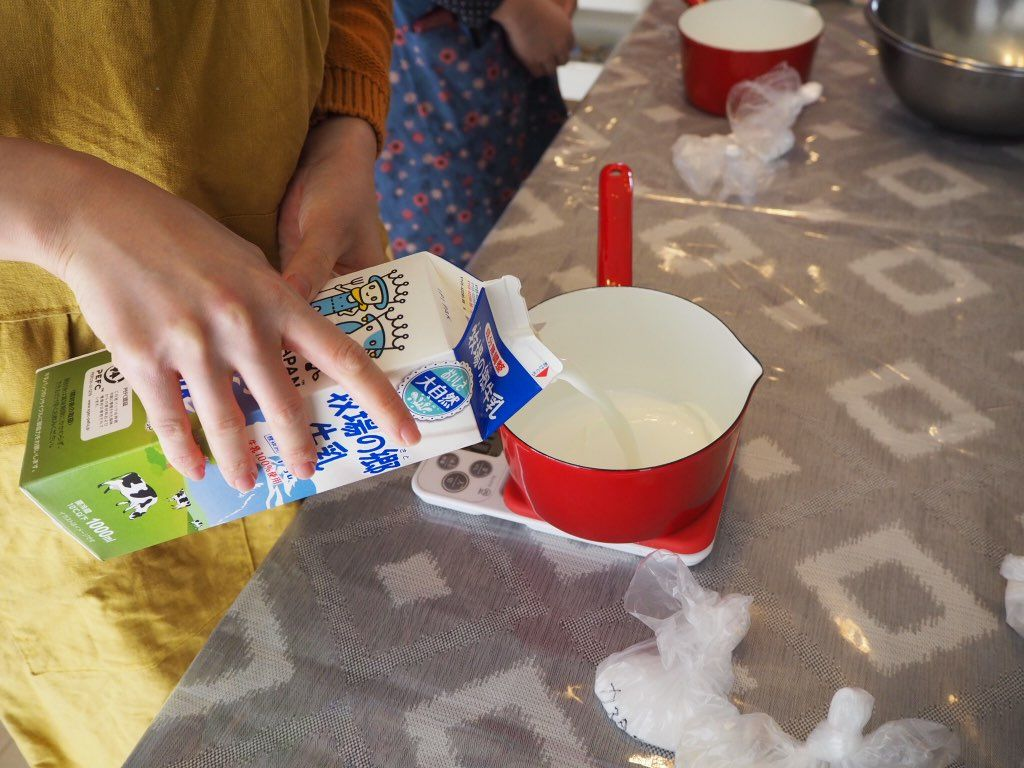 『おうちパティスリー pomme(ポム)』ケーキづくり教室カスタード作成